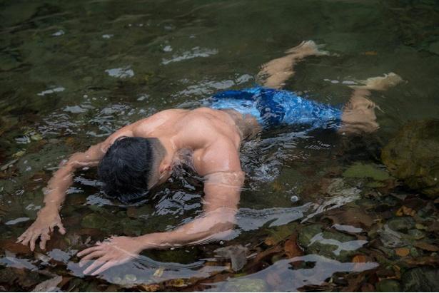 【紅葉とマッチョ2】水死体マッチョ