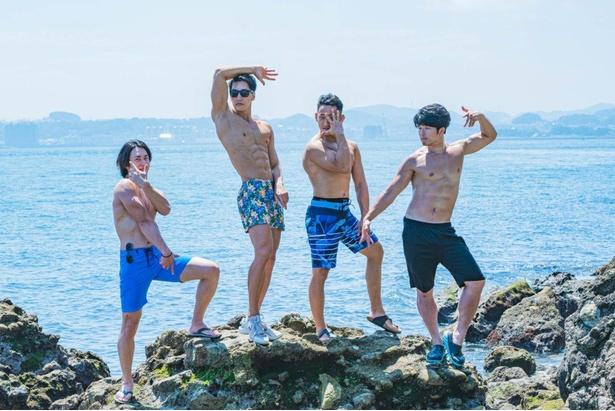 【海のマッチョ2】ジョ〇ョ立ちをキメるマッチョたち