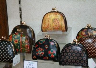 """""""日本で唯一""""革製品に江戸小紋を染めている"""
