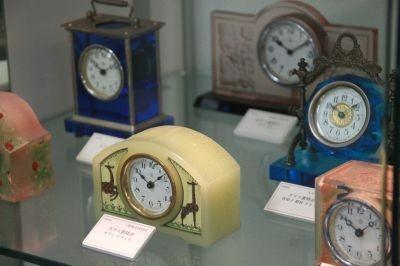 80年前のガラス置時計は今見てもかわいいデザイン