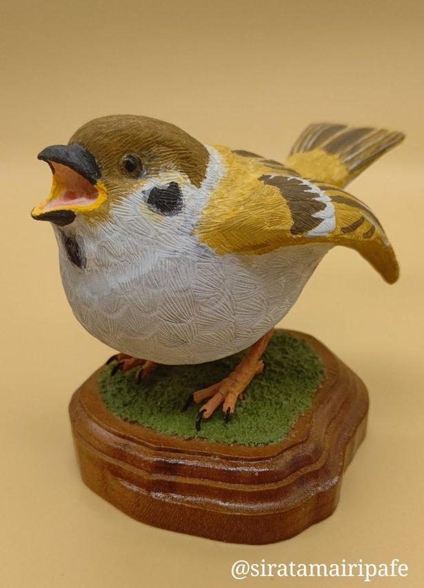 2万以上のいいねが寄せられた木彫りの子スズメ