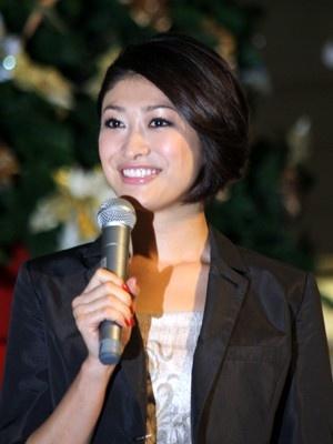 「サンシャインシティ」(東京・池袋)の「STAR TREE(スターツリー)」点灯式に登場したモデルの山田優さん。髪を40cmほどカットしたショートヘアには会場からどよめきが…