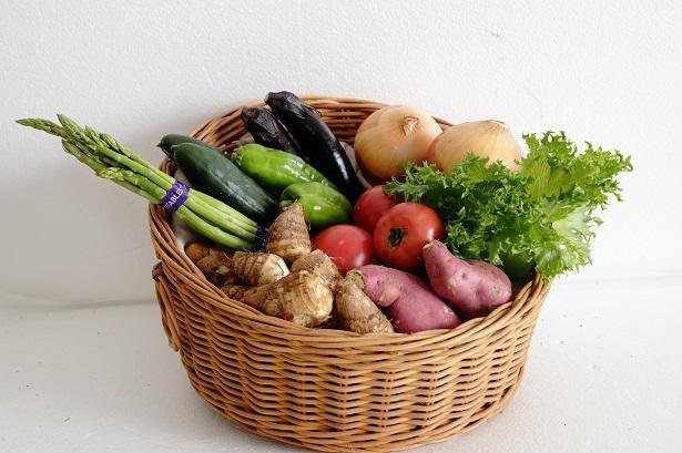 うりぼう野菜セットは3000円(送料別途)。季節に合わせて、旬の野菜10種類程度を詰め合わせにしている