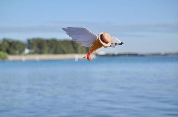 空を羽ばたくエビフライ。これはエビフライが眠っている時に見た夢だそう
