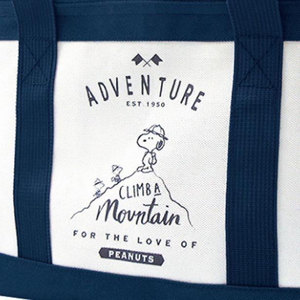登山をするスヌーピー&ウッドストックのイラストが