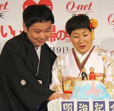 人生初のケーキ入刀!