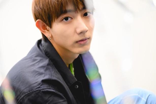 「機界戦隊ゼンカイジャー」で主役の五色田介人を演じる駒木根葵汰