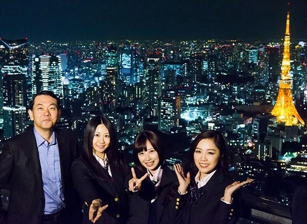 【写真を見る】写真左から夜景鑑賞士の丸々もとお氏、SKE48の古畑奈和、高柳明音、石田安奈