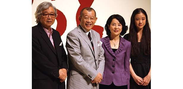左から:山田洋次監督監督、鶴瓶、吉永小百合、蒼井優
