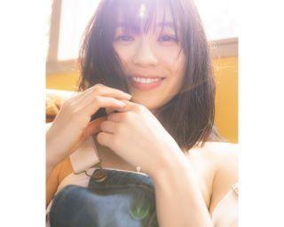 女優・伊藤萌々香が4年ぶりに写真集を発売!大人の色香たっぷりのショットも「私的には水着と大差ない」