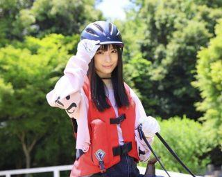 NMB48・梅山恋和が新曲『シダレヤナギ』『落とし穴』について語る。キュートな乗馬姿も必見!