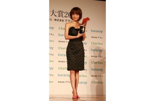 釈由美子さんは輝きを放つ素肌で勝負!