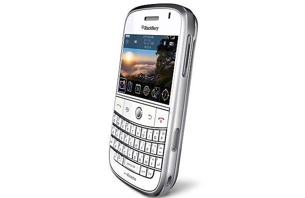 「docomo PRO series BlackBerryBold」の限定色ホワイト
