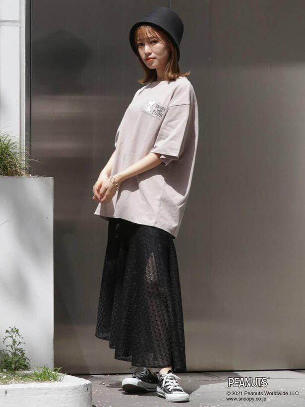 「SNOOPYmeetsFARONTシャツ」はスカートにもパンツにも合う