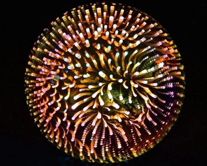 SNSで話題の「花火電球」とは?自宅で打ち上げ花火が楽しめるとコロナ禍で注目度アップ