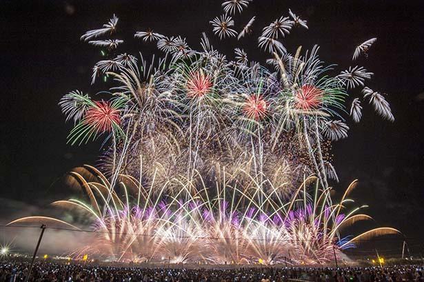 2016年開催の第90回全国花火競技大会の大会提供花火「歓喜」