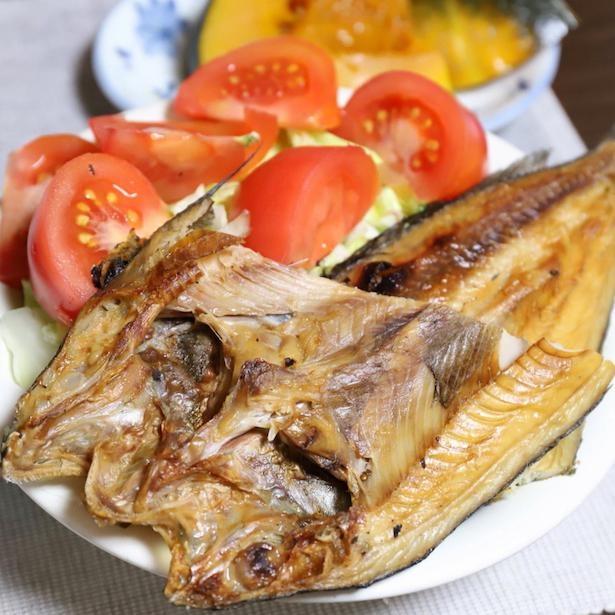 おばあめしでは定番となった、焼き魚とサラダのワンプレート。魚の旨味が野菜と混ざり合っておいしいらしく、おすすめだそう