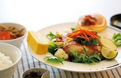 ファーストクラスとビジネスクラスで提供される料理家・栗原はるみさんプロデュースのメニュー例