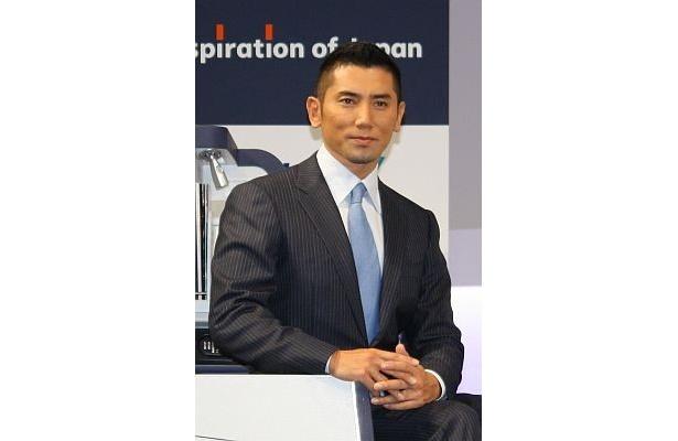 新ブランドのイメージキャラクターになった本木雅弘さんも、記者会見に登場した