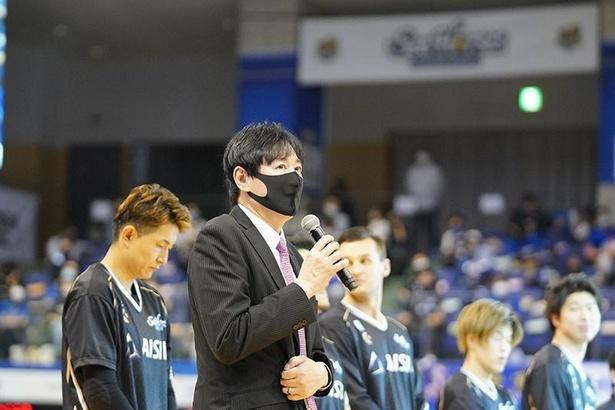 鈴木貴美一ヘッドコーチ。リーグを代表する名将