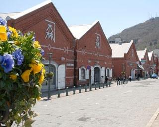 金森赤レンガ倉庫。ベイエリアはお土産探しに最適の場所。たとえば……
