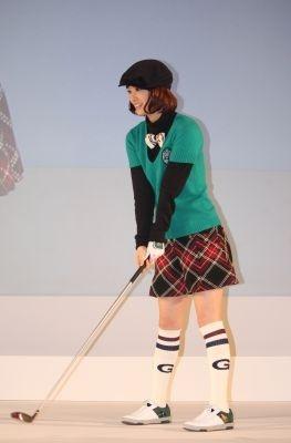 上戸彩さんがゴルフルックで登場!