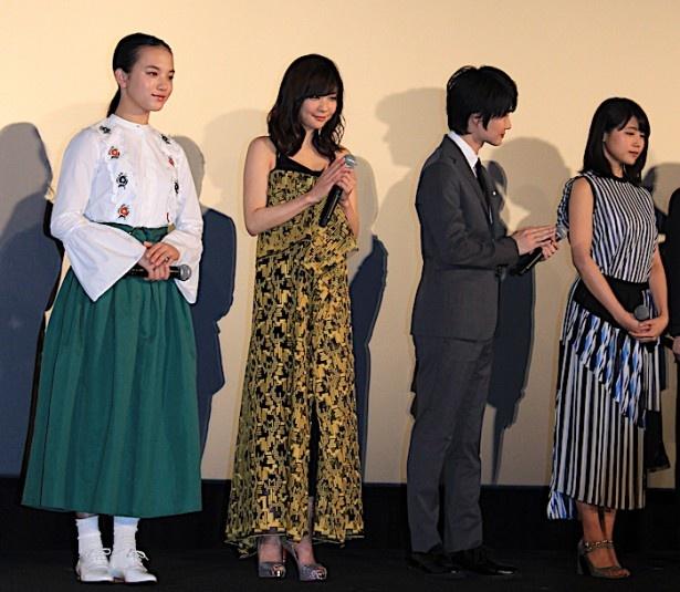 【写真を見る】倉科カナ、イエローのノースリーブドレスがセクシー!有村架純はストライプのドレスをセレクト