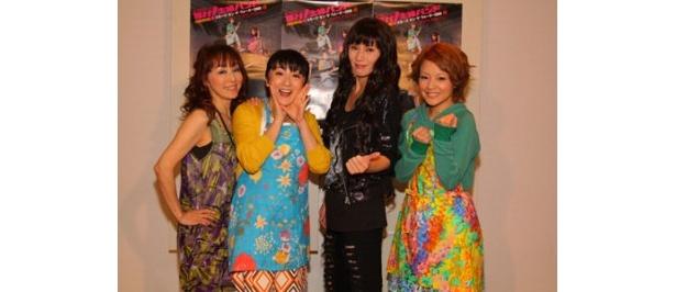 主婦たちがバンドを結成し奮闘する姿を描く舞台「輝け!主婦バンド-」に出演する杏子、エド・はるみ、秋野暢子、中澤裕子(写真左より)