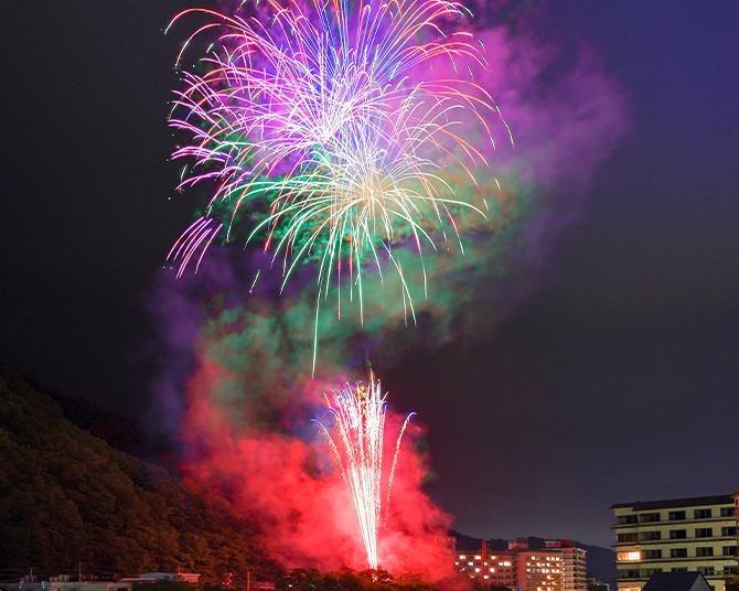 鬼怒川・川治温泉の開湯330年を記念する花火イベント!2021年7月〜12月の毎週土曜にロングラン開催