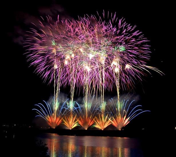 芯入り花火や創造花火など競技大会ならではの高レベルな花火が見もの