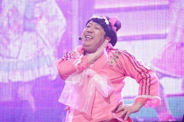 【写真を見る】ライブはおなじみキャラ・ヒム子からスタート