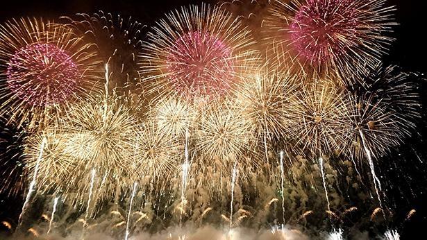 【写真】河川敷の広さをいかした迫力の花火が評判の「赤川花火大会」(写真は過去開催時のもの)