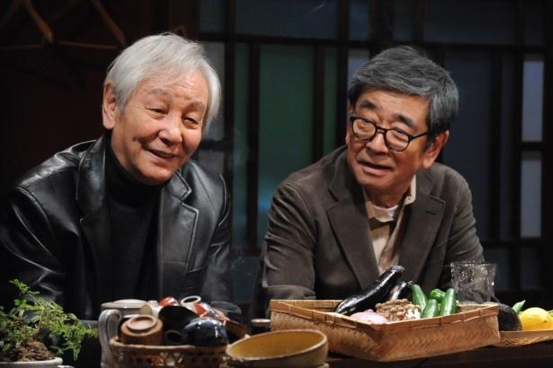 「やすらぎの郷」に、菊村栄(石坂浩二)と共にテレビの一時代を築いた元テレビ局の花形ディレクター役で近藤正臣(左)が出演