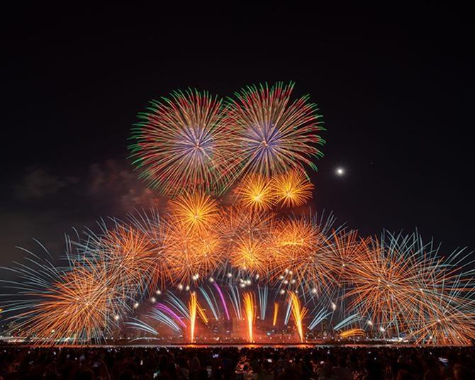 【これぞ絶景!花火写真特集】「なにわ淀川花火大会」のド迫力の打ち上げ20連打!