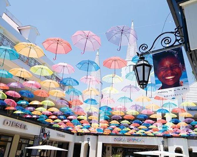 約600本の傘が彩る館内でショッピング!ジャズドリーム長島の映えイベント&夏セールに注目