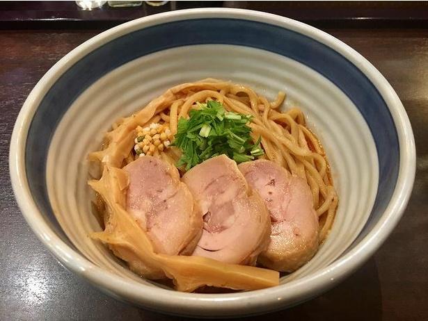 薫りあふれるバランスの良い一杯、東京駅 斑鳩「海老ビスクまぜそば」(850円)