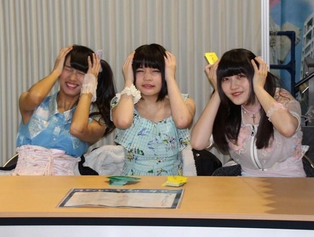 りこぴん(清水理子)、ねも(根本凪)、ミーユ(大塚望由、左から)がファンを待つ