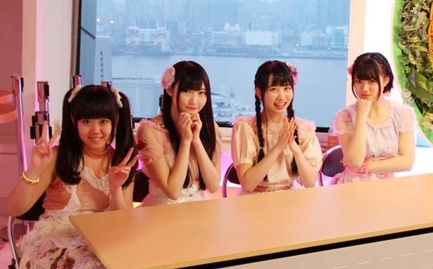 ゴール地点では、チャンス(山崎夏菜)、みゆちゃん(片岡未優)、あかりん(中村朱里)、かりん(的場華鈴、左から)がファンを出迎えた