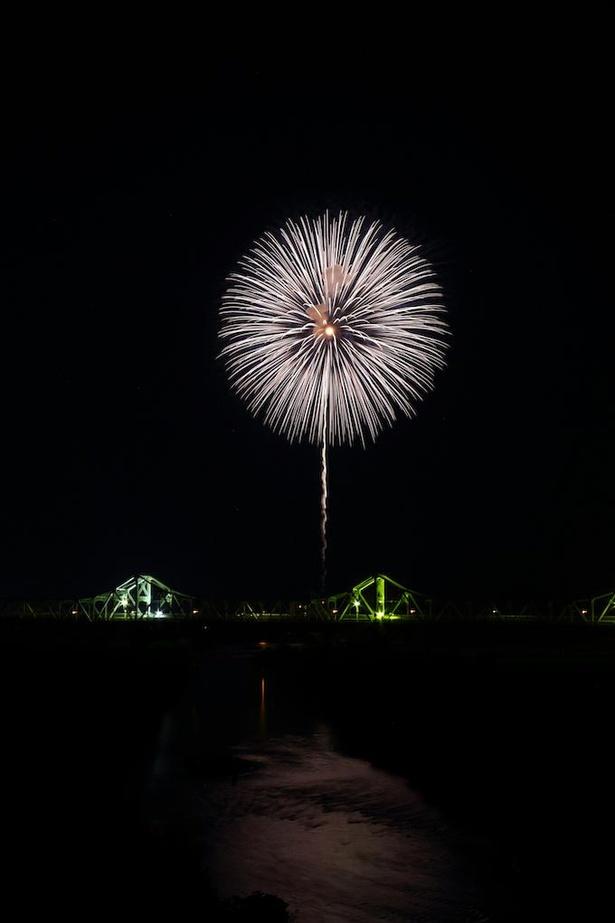 今年はコロナ終息を願って、市内11カ所で少数の花火を打ち上げる