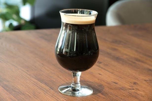【コーヒー人気No.1】名物・「ニトロコーヒー(Tall)」(594円)は、水出しコーヒーに窒素ガスを充填したなめらかな口当たり/Greenberry's Coffee