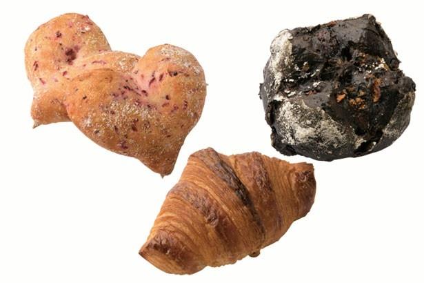 「ハート」(1個190円)。「カカオフリュイ」(370円)。「クロワッサン」(180円)/Boulangerie cocoro