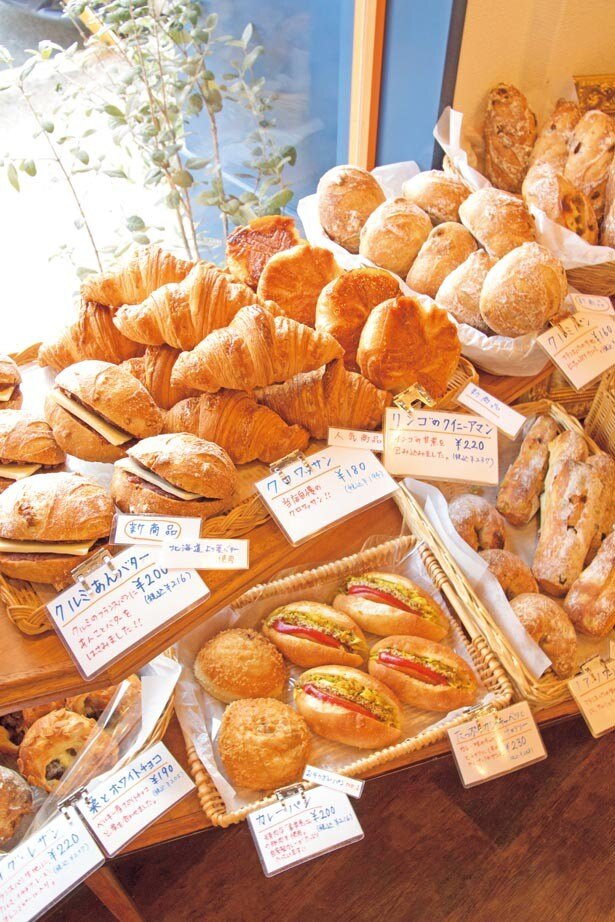 すべてのメニューがそろう、朝10時ごろに訪問するのがおすすめ。時期により、京都の農家から届く野菜を使ったメニューも登場する/Boulangerie Yamazaki