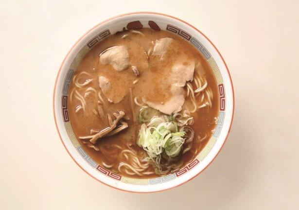 旭川を象徴する動物系と魚介系のダブルスープの「しょうゆラーメン」