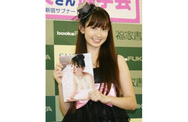 AKBのメンバーに勝っているポイントを「かわいさ」と笑顔で語った小嶋陽菜