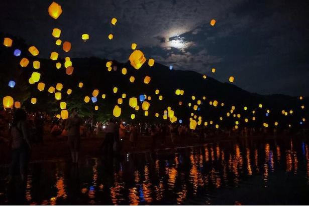 スカイランタンや花火を湖から望める「十和田湖遊覧船ナイトクルーズ」も運航