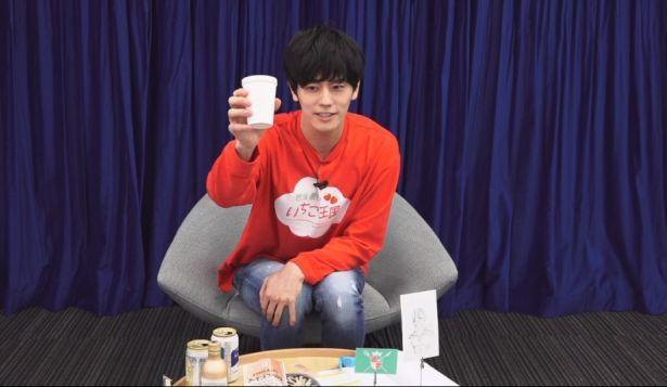 【写真】ファンとのオンライン飲み会を開催した岩永徹也。「乾杯!」の掛け声からスタート