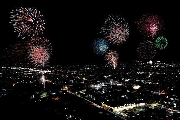 【写真】昨年10月10日に開催された「土崎夢花火」のもの。ポートタワー・セリオンから撮影