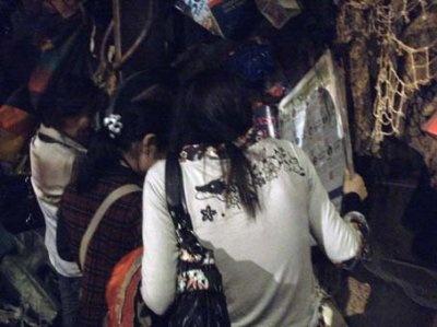 横浜ウォーカーのオブジェは、お客さんたちにも大人気です