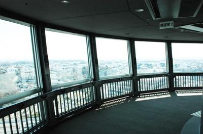展望フロアからは、横浜の街が一望でき、夜には横浜港やベイブリッジなどの夜景も楽しめる(横浜マリンタワー)