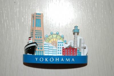 グッズショップで販売している、横浜の名所をモチーフにした「ヨコハママグネット」¥648 (横浜マリンタワー)